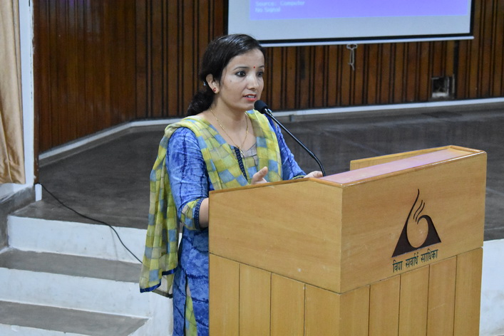 Reet Chaudhary, Anandalaya alumni addressed the students regarding career options in pure science reseach.